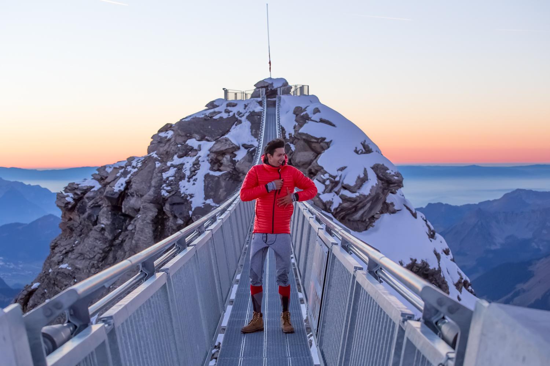 Scott-Cheap-on-the-peak-walk_Glacier-3000_-Antonin-Maudry